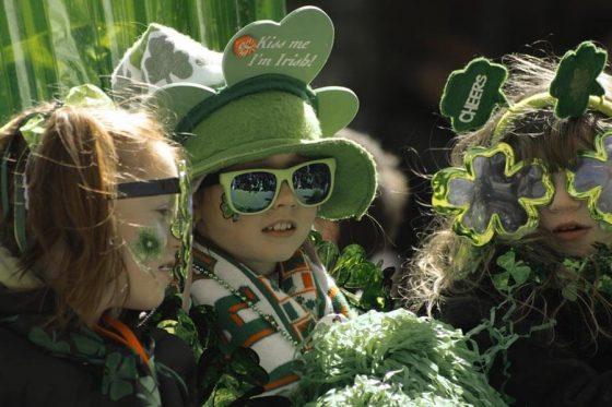 Kocarek Gmbh Fachuebersetzungen Alles in Grün. Auch Kinder feiern den St. Patrick's Day am 17. März